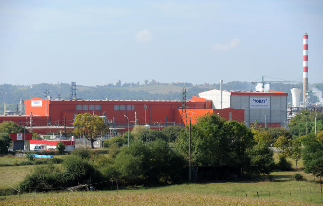 L'usine de fibre de carbone du groupe japonais Toray, implantée à Lacq en septembre 2014.
