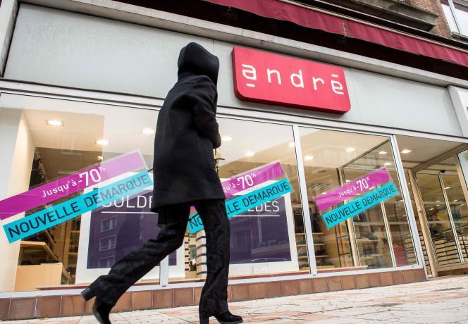 Photo d'archive d'un magasin Andre durant les soldes à Dunkerque, dans le nord de la France, le 25 janvier 2017.