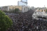 Pendant la mobilisation contre les violences policières qui s'est rassemblée devant le tribunal de Paris, le 2 juin.