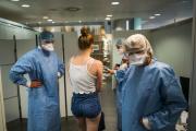 Accueil d'une patiente dans un centre de dépistage du Covid-19, au Parlement européen à Strasbourg, le 2 juin.