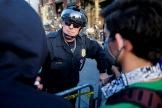 Un policier de Seattle devant des manifestants (Etat de Washington), le 1er juin 2020.