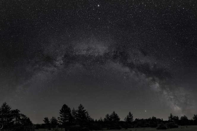 Image panoramique de la Voie lactée.