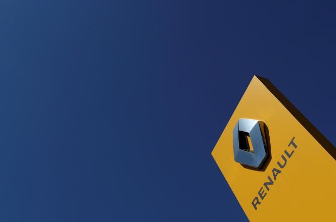Le logo du constructeur automobile Renault, chez un concessionnaire à Sint-Pieters-Leeuw, en Belgique, le 29 mai.