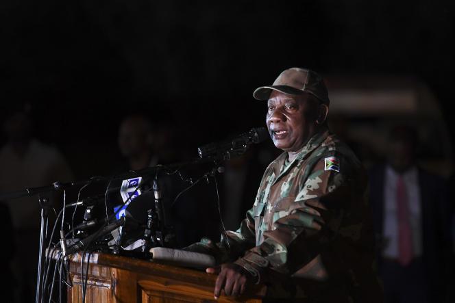 Le président sud-africain, Cyril Ramaphosa, s'adresse à l'armée sur la base militaire de Doornkop, à Soweto, le 26mars 2020.