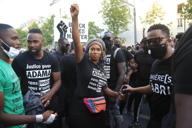 Assa Traoré, soeur d'Adama, pendant la mobilisation contre les violences policières à Paris, le 2 juin.