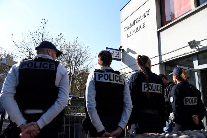 Des policiers lors de la visite du ministre de l'intérieur, Christophe Castaner, auxLilas (Seine-Saint-Denis), en octobre 2018.