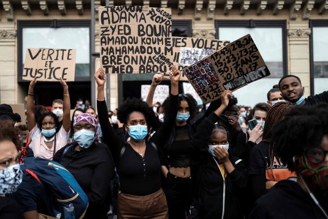 Manifestation organisée à Toulouse, mercredi 3 juin, en hommage à Adama Traoré, mort après son interpellation en 2016, et George Floyd, lors d'un contrôle de police le 25 mai, à Minneapolis.