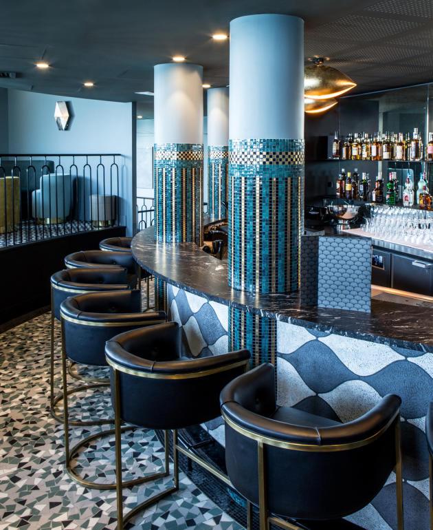 A Dinard, le bar de l'hôtel Castelbrac, revisité par l'architecte d'intérieur Sandra Benhamou.