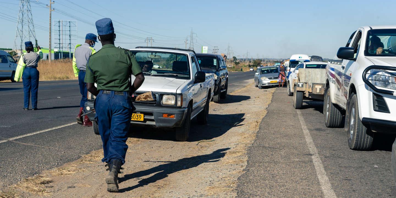 Au Zimbabwe, la police durcit l'application des mesures anti-coronavirus