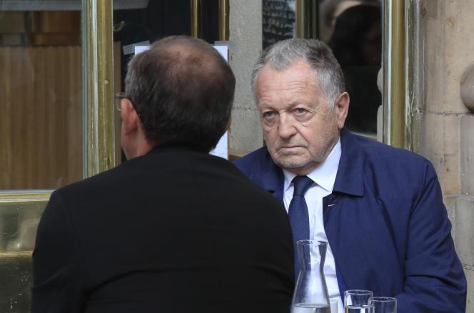 Jeudi 4juin, devant le Conseil d'Etat, Jean-Michel Aulas, le président de l'Olympique lyonnais, et ses avocats ont demandé la suspension de la décision du conseil d'administration de la Ligue de football professionnel qui a conduit à l'arrêt du championnat.