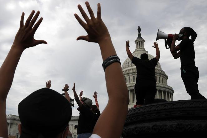 Manifestation après la mort de George Floyd lors de son arrestation par la police, devant le Capitole, à Washington, le 3 juin.