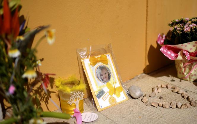 Un hommage à Madeleine McCann dans une rue de Praia da Luz (Portugal), lieu de disparition de la fillette en 2007, ici en mai 2017.