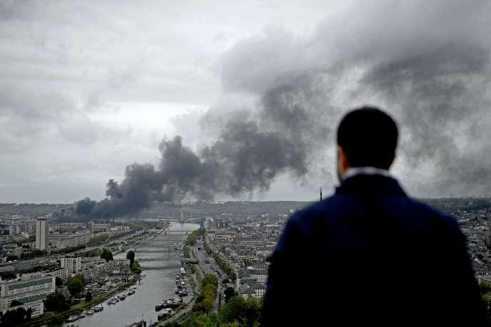 A Rouen, face à l'incendie de l'usine Lubrizol, le 26 setembre 2019.