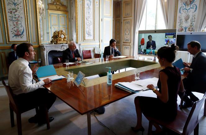 A l'Elysée, le 16 avril, lors d'une visioconférence entre les dirigeants du G7 à propos de la crise sanitaire.