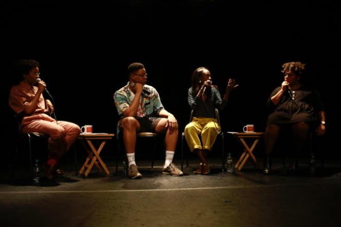 Rhoda Tchokokam, Christiano Soglo, Binetou Sylla et Célia Potiron lors d'un session de l'émission«Piment» sur les planches de l'Auguste Théâtre, à Paris, en mars 2019.