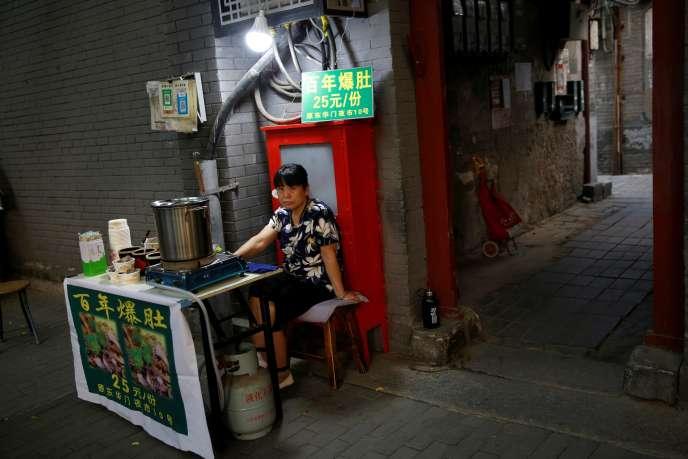 « Au cours des dernières semaines, plusieurs municipalités chinoises ont assoupli leurs règles. Fruits, chaussettes et raviolis sont réapparus sur les trottoirs» (Vendeur de rue à Pékin, le 5 juin).
