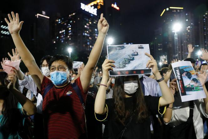 Lors de la veillée illégale du 31e anniversaire du massacre de Tiananmen, au parc Victoria de Hongkong, le 4 juin.