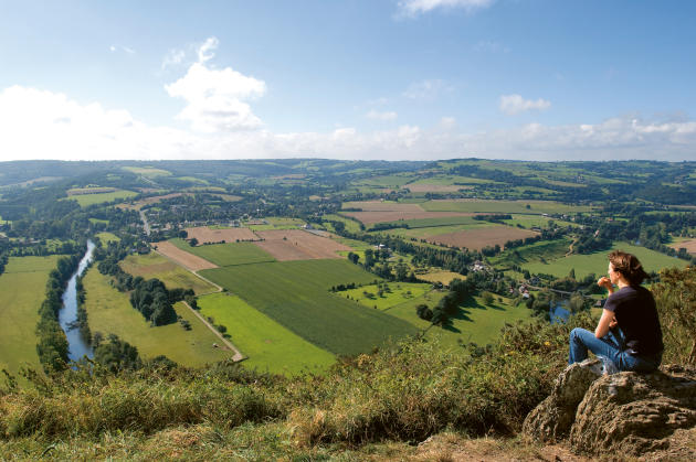 Vue sur la vallée de l'Orne depuis la route des crêtes.
