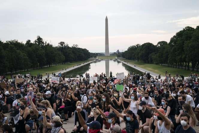 Mobilisation contre les violences policières en hommage à George Floyd, sur le parvis du mémorial de Lincoln à Washington, le 4 juin.