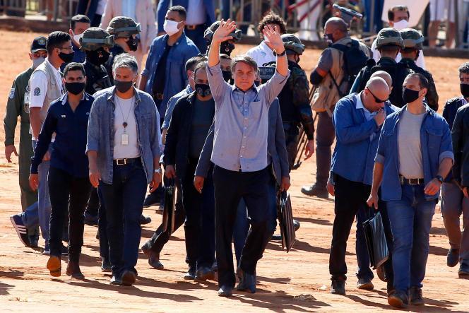 Le président brésilien, Jair Bolsonaro, lors de l'inauguration d'un hôpital de campagne à Aguas Lindas, dans l'Etat de Goias, au Brésil, le 5 juin.
