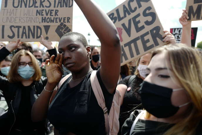 Sur la place de la Concorde (Paris), lors de la manifestation contre les violences policières et le racisme, le 6 juin.