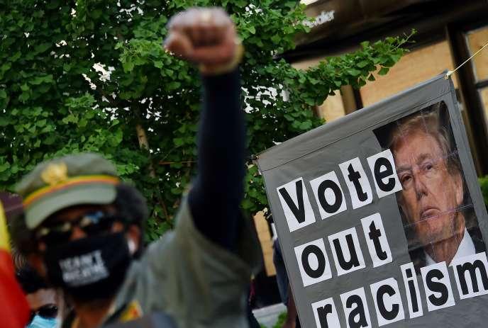 Lors d'une manifestation contre les violences policères et le racisme, à Washington, le 7 juin.