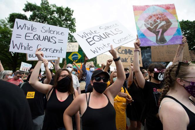 Une foule très diverse manifeste près de la Maison Blanche (Washington), contre le racisme et les violences policières, le 6 juin.