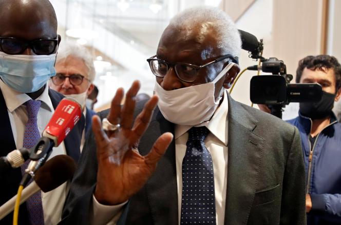 Le Sénégalais Lamine Diack, ancien président de la Fédération internationale d'athlétisme, lors de son procès à Paris, le 8juin 2020.