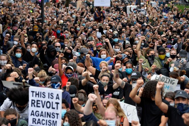 Manifestation contre le racisme et les violences policières, à Boston, le 7 juin.