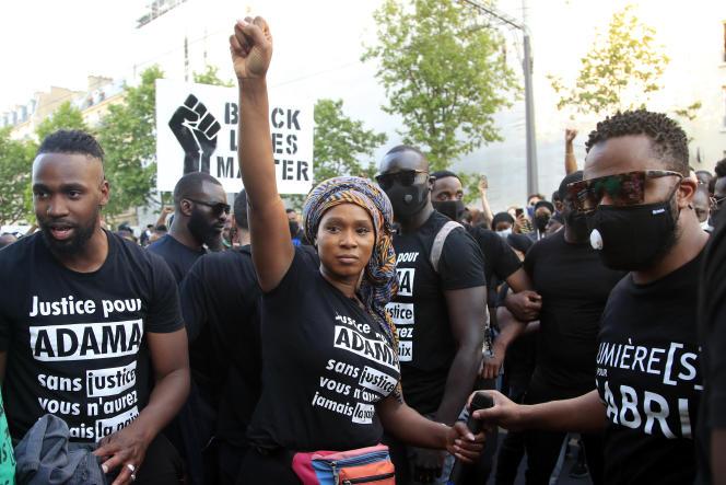 Assa Traoré, la sœur d'Adama Traoré, lors de la manifestation devant le tribunal judiciaire de Paris, le2 juin.