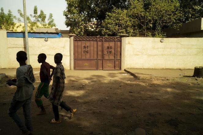 Maison susceptible d'avoir abrité des enfants adoptés via l'association Rayon de Soleil. Quartier d'Hippodrome, Bamako, Mali, le 3 janvier.