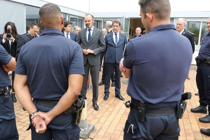 Edouard Philippe et Christophe Castaner rencontrent des policiers de la Brigade spécialisée de terrain, à Evry, le 9 juin.