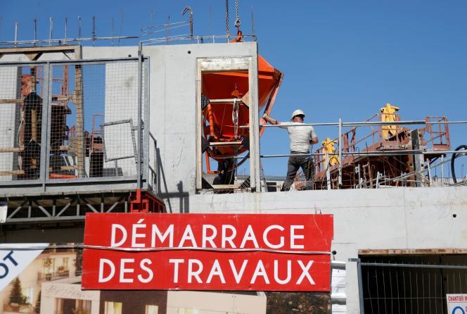 Ouvriers sur un chantier à Fontenay-sous-Bois (Val-de-Marne), le 28 mai 2020.