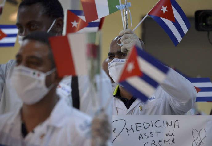 La France devient ainsi le troisième Etat européen, après l'Italie et Andorre, à recevoir l'aide directe de professionnels de santé cubains.