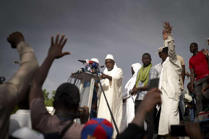 L'imam Mahmoud Dicko (au centre) lors de la manifestation du vendredi 5 juin 2020, à Bamako.