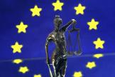 Nature morte sur le thème de l'amour de l'Europe et de la justice.