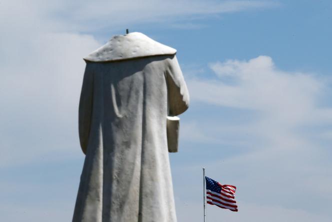 La tête de la statue de Christophe Colomb a été arrachée,considéré comme l'une des figures du génocide des indigènes,à Boston, le 10 juin.