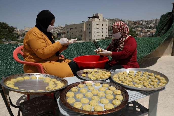Des femmes palestiniennes dans le centre de la ville de Hébron (Cisjordanie), le 19 mai 2020.