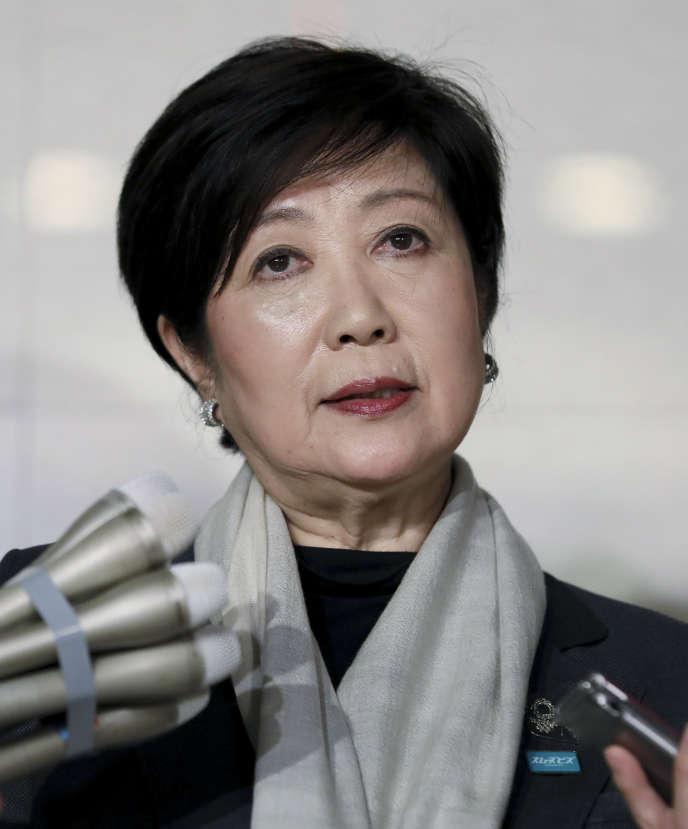 Yuriko Koike lors de la conférence de presse à Tokyo, le 24mars. Elle annonce le report des Jeux Olympiques à l'été 2021.
