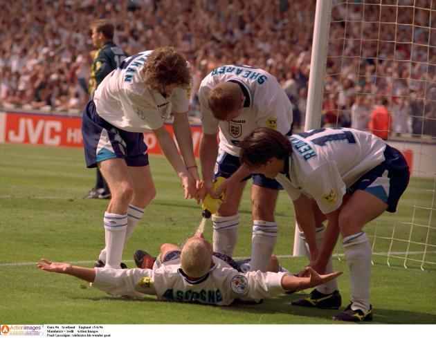 A terre, l'Anglais Paul Gascoigne, dit « Gazza», après son but contre l'Ecosse, à Wembley, le 15 juin 1996.