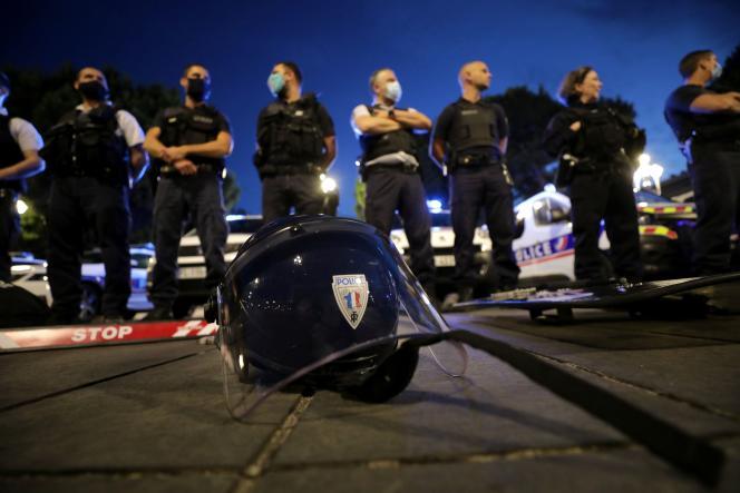 Des policiers manifestent contre les réformes du ministre de l'intérieur, Christophe Castaner, à Nice, le 11 juin.