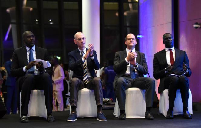 De gauche à droite : Ndongo Ndiaye, conseiller sports du président sénégalais, Adam Silver, commissaire de la NBA, Andreas Zagklis, secrétaire général de la FIBA, et Amadou Gallo Fall, vice-président de la NBA, lors de l'annonce de la création de la Basketball Africa League au Musée des civilisations noires, à Dakar, le 30juillet 2019.