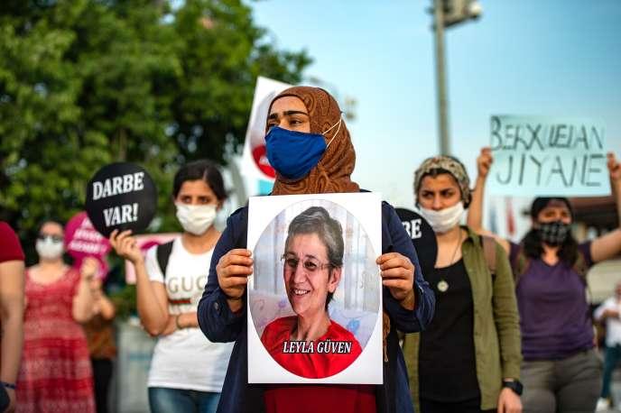 Manifestation à Istanbul, le 6 juin 2020, pour exiger la libération de Leyla Güven, députée du Parti de la démocratie des peuples (HDP, prokurde). Elle a, depuis, été relachée mais a été déchue de son mandat au Parlement.