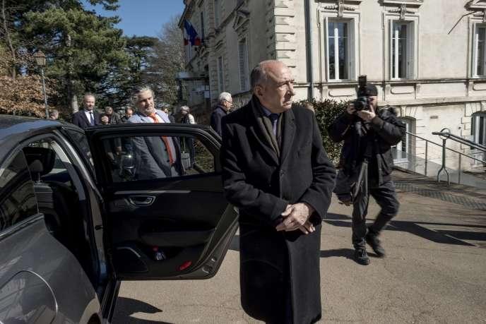 Le maire de Lyon, Gérard Collomb, après avoir voté au premier tour des élections municipales, le 15 mars.