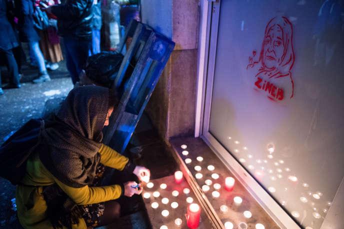 Un hommage est rendu à Zineb Redouane, à Marseille, le 1er décembre 2019.