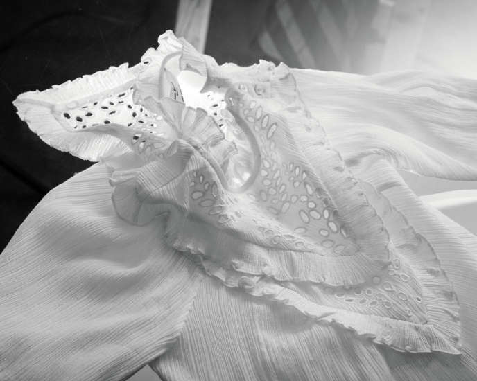 Blouse en coton, 320 €, Isabel Marant Etoile.