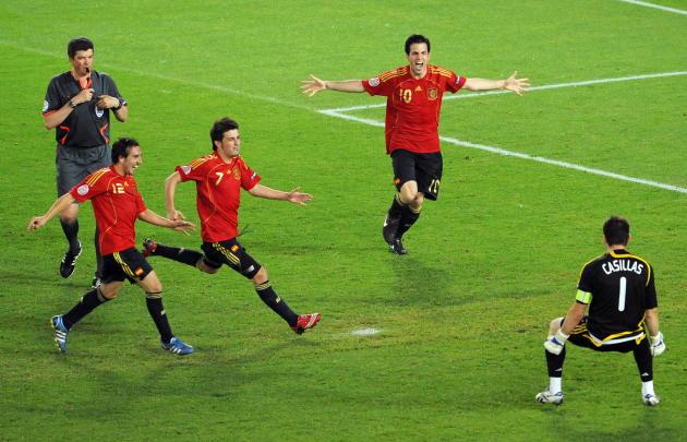 Grâce aux arrêts du gardien Iker Casillas, les Espagnols disent enfin « adios» à la défaite, le 22 juin 2008, à Vienne. Et se qualifient pour la demie finale de l'Euro.