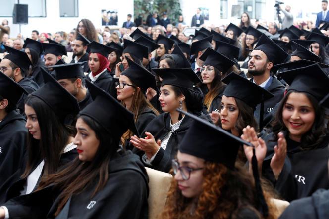 Des étudiants attendent de recevoir leurs diplômes à l'université de Rabat, le 2 février 2019.