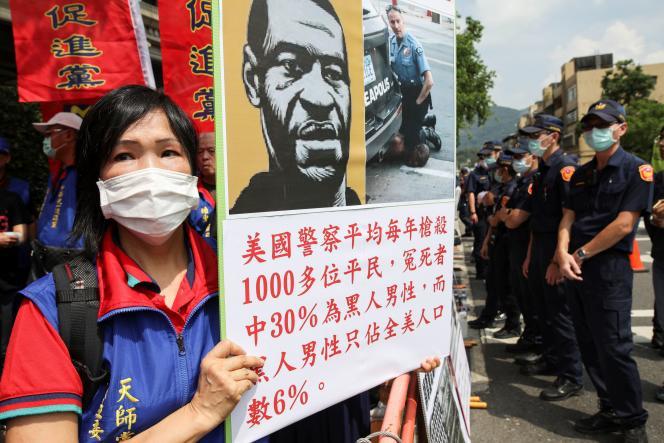 Lors d'une manifestation contre le racisme, le 12 juin à Taipei (Taïwan).