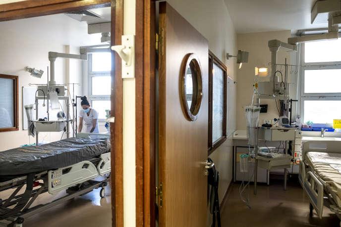 L'unité de réanimation se prépare à rouvrir ses portes aux patients non contaminés par le Covid-19, à l'hôpital Beaujon, à Clichy, le 21 avril.